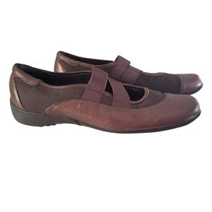 Munro American 10.5SS Leather Tess Mary Jane Flats